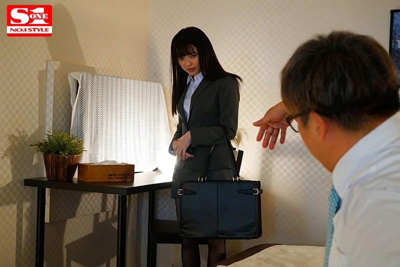 細身で小柄な女子社員が巨漢上司に出張先の相部屋ホテルで… 朝から晩まで馬乗りプレス性交され続けた一夜 槙いずな