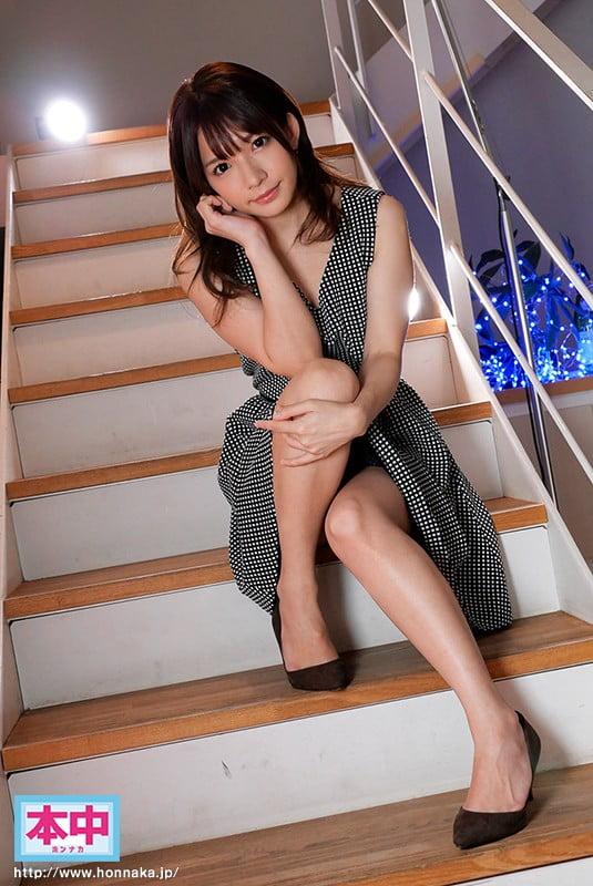 髪、伸びた?11か月ぶりの再会!麻里チャンは相変わらず小っちゃくて可愛いけど…やっぱAV女優みたいでした(笑) 貯金額が25,000円を切りそうなので…AV復活。 麻里梨夏