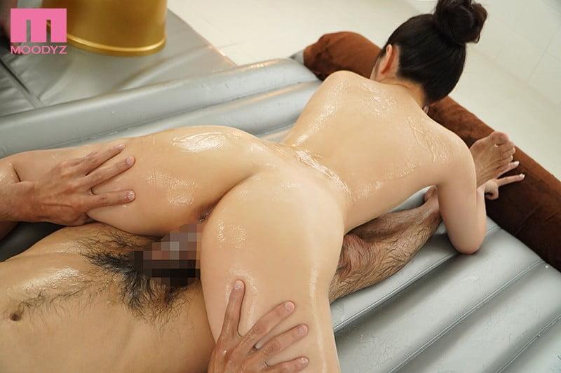 シルキー肌ピュア美少女がドキドキ初挑戦ご奉仕ソープランド 小野六花
