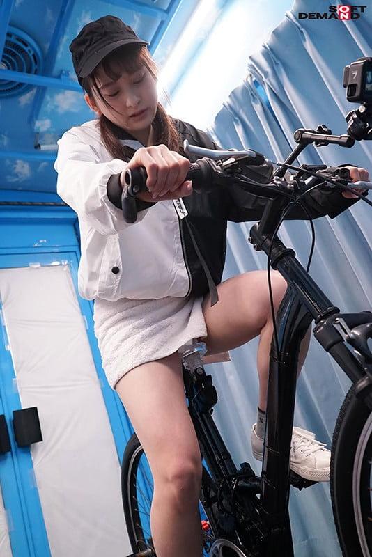 アクメ自転車×ミラー号 プリ尻宅配女子限定!新型アクメチャリで漕げば漕ぐほどサドルについた極太ディルトが激ピストン!アナルをヒクつかせ公衆の面前でイキまくる大量潮吹き絶頂アクメ